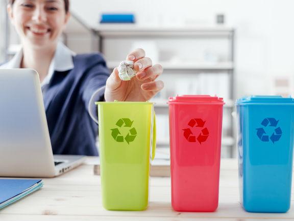 Basureros de reciclaje.