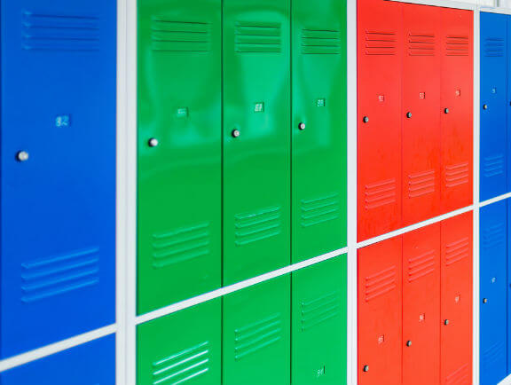 Locker plásticos de colores para animar tu oficina