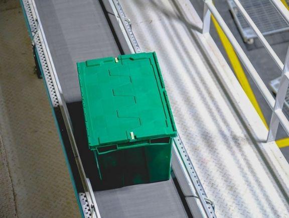Ventajas de las cajas plásticas para la logística y distribución